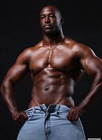 Ebony bodybuilder Yumon Eaton