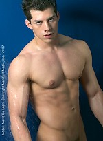 Hot brunette hunk Mario de Leon